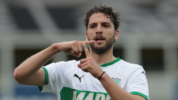 PARMA, ITALY - MAY 16: Manuel Locatelli of US Sassuolo celebrates after scoring the opening goal during the Serie A match between Parma Calcio and US Sassuolo at Stadio Ennio Tardini on May 16, 2021 in Parma, Italy. (Photo by Emilio Andreoli/Getty Images)