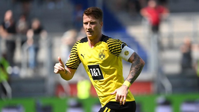 Dortmunds German forward Marco Reus reacts during the friendly football match Borussia Dortmund and VfL Bochum in Duisburg, western Germany, on July 17, 2021. (Photo by INA FASSBENDER / AFP) / DFL REGULATIONS PROHIBIT ANY USE OF PHOTOGRAPHS AS IMAGE SEQUENCES AND/OR QUASI-VIDEO