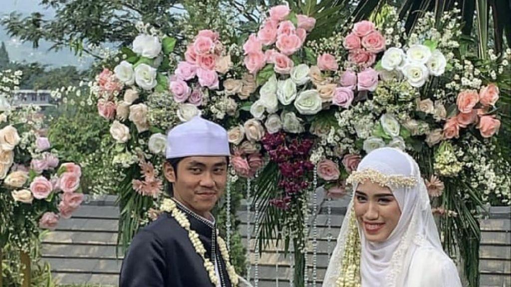 8 Foto Pernikahan Ustaz Youtuber, Viral Disuruh Salaman Malah Tak Bersentuhan