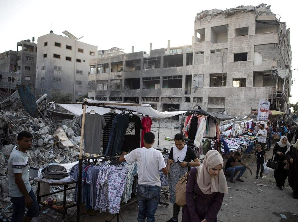 Sambut Idul Adha, PKL di Palestina Gelar Lapak Diantara Reruntuhan