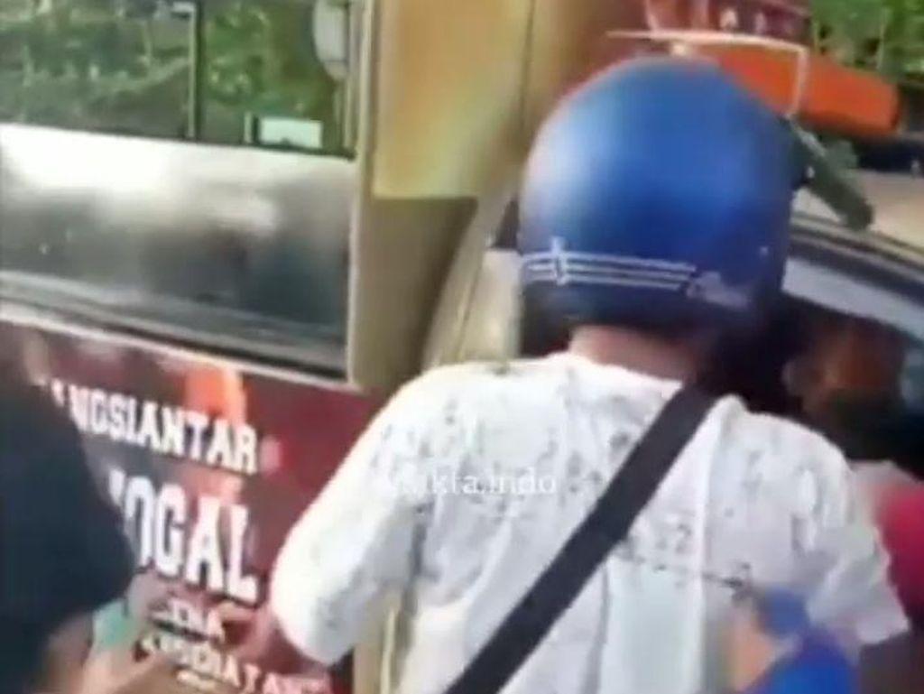 Alasan Pria Berhelm Serang Satpol PP Saat Razia PKL di Siantar Sumut