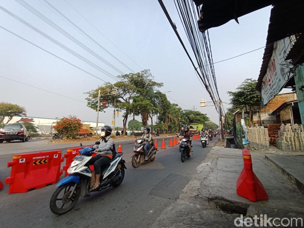 Lalin Lancar, Pemeriksaan STRP di Penyekatan Pesing Jakbar Jadi Pukul 10.00