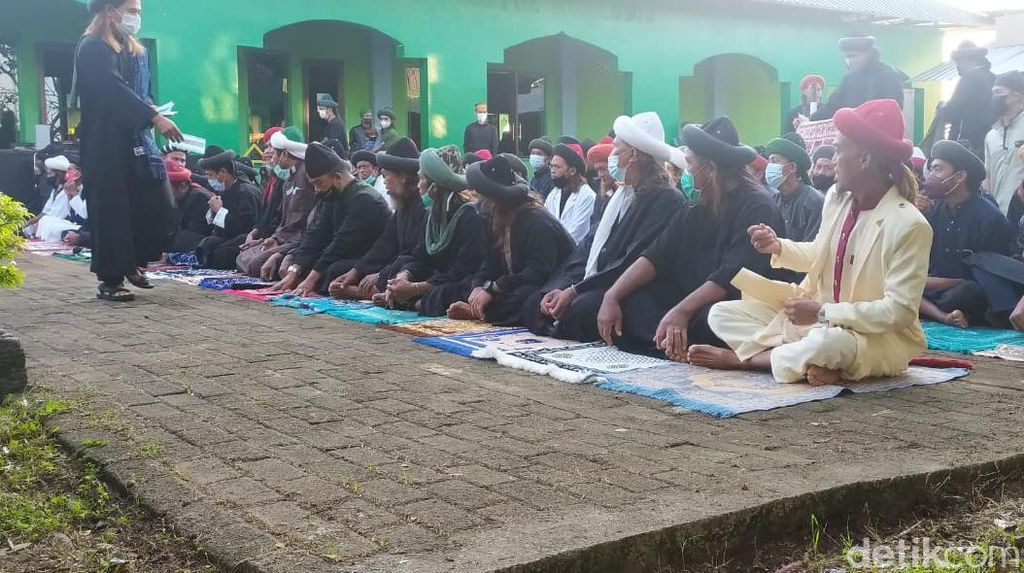 Potret Salat Idul Adha Jemaah An-Nadzir Gowa, Bermasker Tapi Tak Berjarak