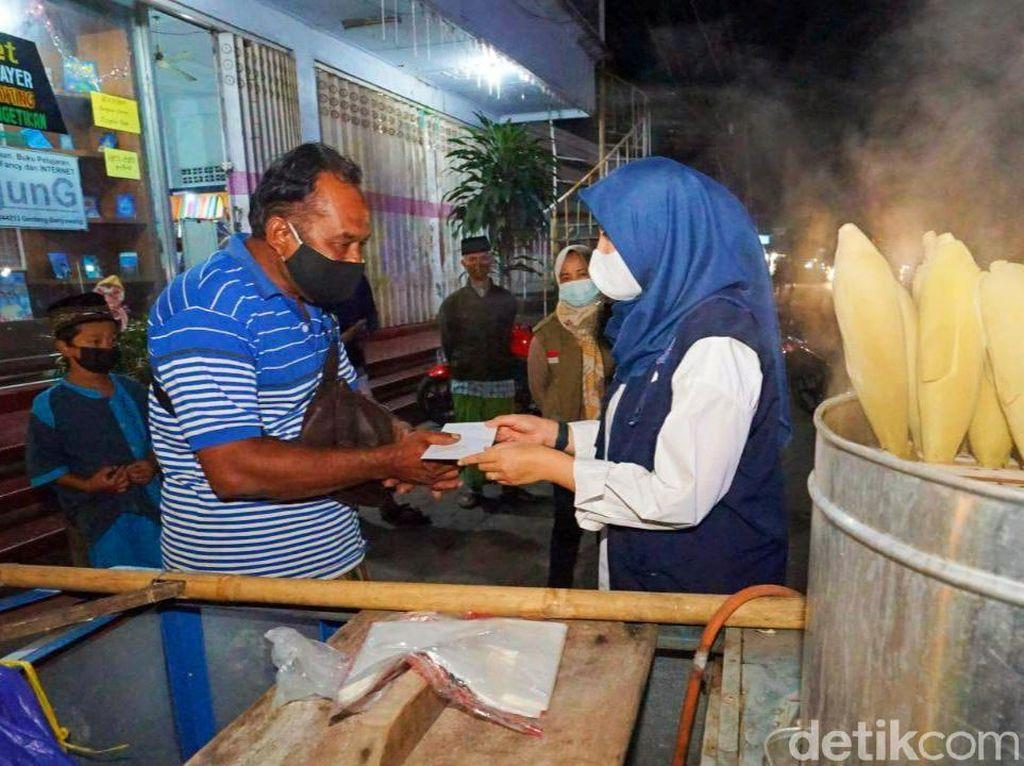 PKL di Banyuwangi Bersyukur Dapat Bantuan Setelah Terdampak PPKM Darurat