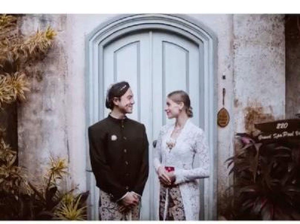 8 Foto Daniel Mananta dan Istri yang Jarang Terekspos, Ucap Ulang Janji Nikah
