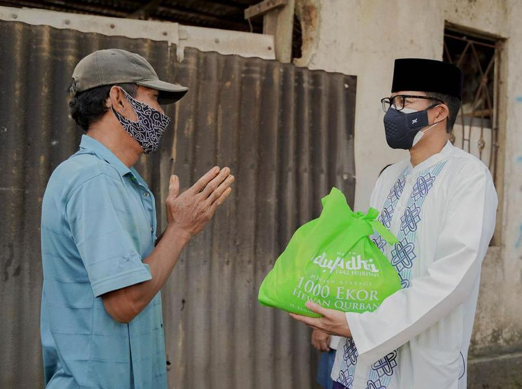 Sandiaga Uno Bagi-bagi 1.000 Hewan Kurban di Idul Adha