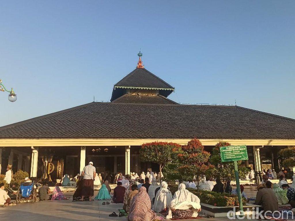 Masjid Agung Demak Tetap Gelar Salat Idul Adha, Sejumlah Polisi Berjaga