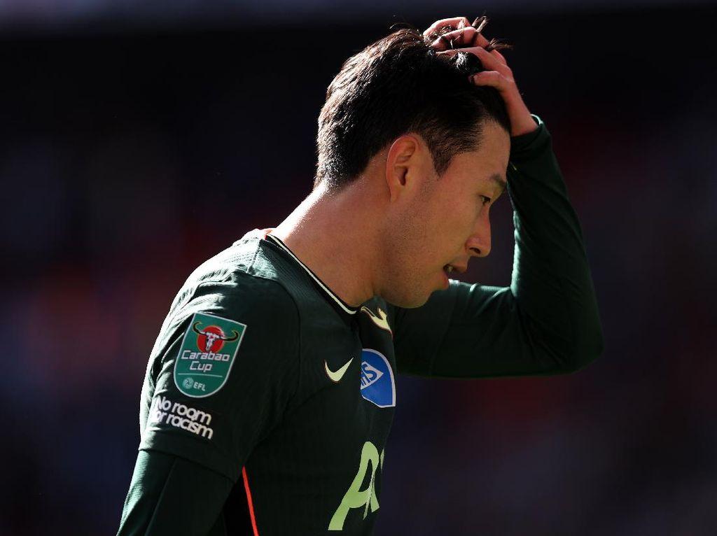 Son Heung-min Kenapa nih? Balik ke Tottenham kok Wajahnya Muram