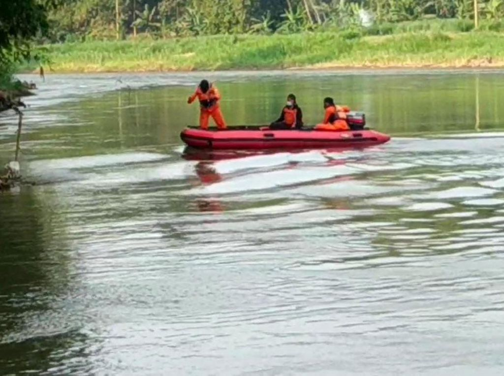 Warga Kediri Hanyut di Sungai Brantas Saat Cuci Daging Kurban