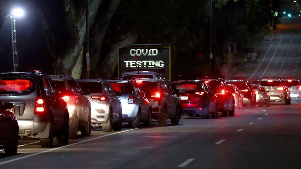 Antrean Tes COVID-19 Drive Thru di Adelaide Mengular
