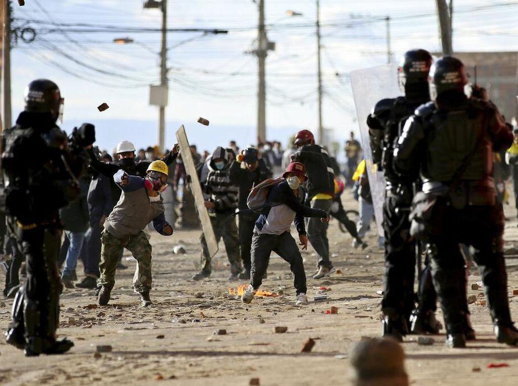 Hari Kemerdekaan Kolombia Diwarnai Bentrokan