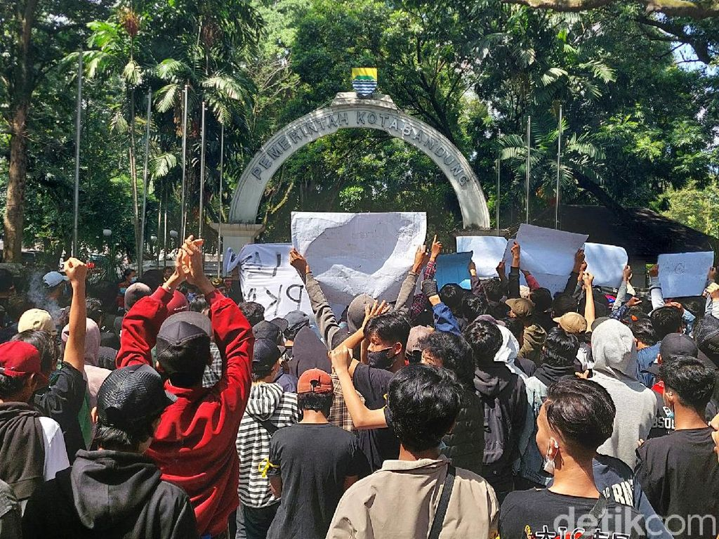 Curhat Ojol-Pedagang Terdampak PPKM di Bandung