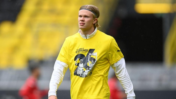DORTMUND, GERMANY - MAY 22: Erling Haaland of Borussia Dortmund  wearing a shirt as a tribute to Lukasz Piszczek of Borussia Dortmund ahead of his last game for the club   during the Bundesliga match between Borussia Dortmund and Bayer 04 Leverkusen at Signal Iduna Park on May 22, 2021 in Dortmund, Germany. Sporting stadiums around Germany remain under strict restrictions due to the Coronavirus Pandemic as Government social distancing laws prohibit fans inside venues resulting in games being played behind closed doors. (Photo by Matthias Hangst/Getty Images)