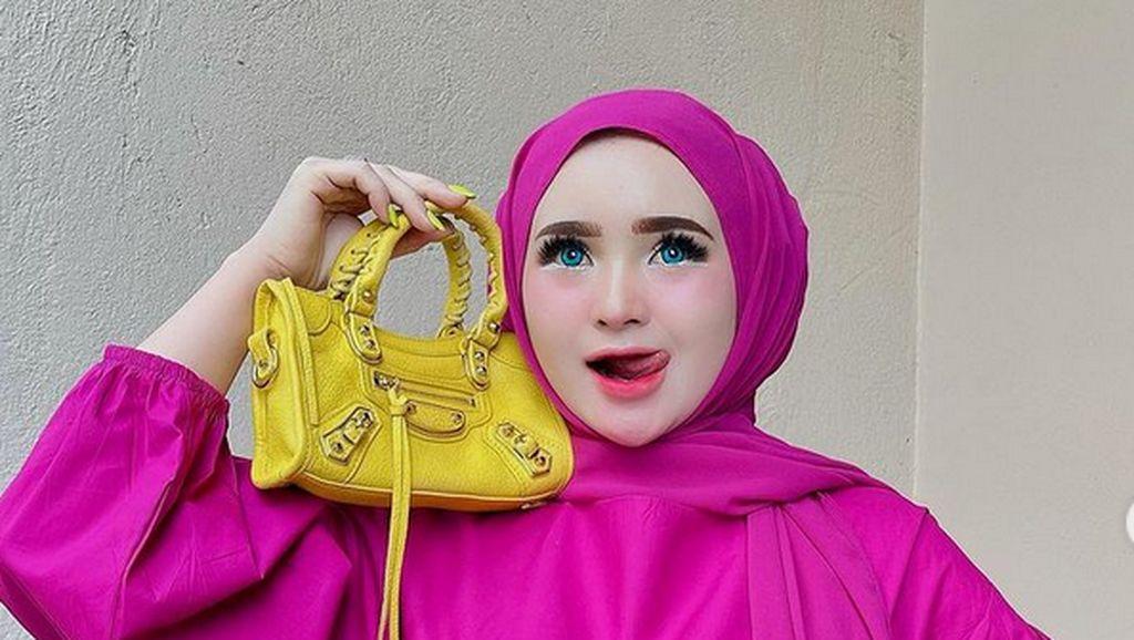Foto: 10 Gaya Cetar Herlin Kenza, Selebgram Aceh yang Viral Bikin Kerumunan