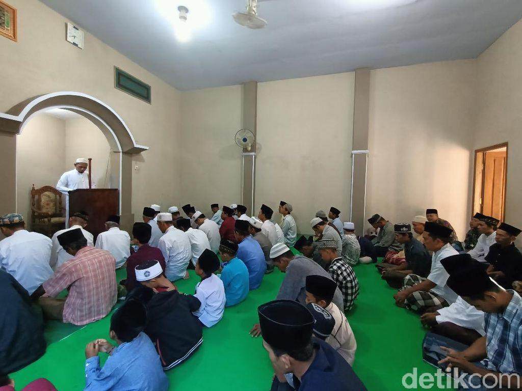 Jemaah Aboge di Probolinggo Gelar Salat Idul Adha, Sayang Tanpa Prokes