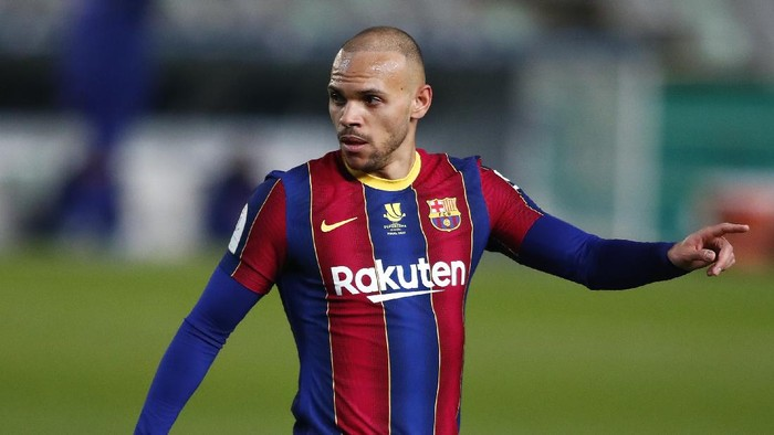 CORDOBA, SPAIN - JANUARY 13: Martin Braithwaite of Barcelona looks on during the Supercopa de Espana Semi Final match between Real Sociedad and FC Barcelona at Estadio Nuevo Arcangel on January 13, 2021 in Cordoba, Spain. Sporting stadiums around Spain remain under strict restrictions due to the Coronavirus Pandemic as Government social distancing laws prohibit fans inside venues resulting in games being played behind closed doors. (Photo by Fran Santiago/Getty Images)
