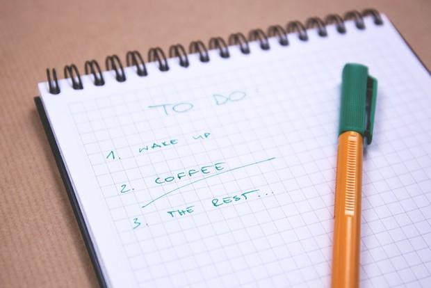 membuat to do list (foto : pexels/freestocks.org)