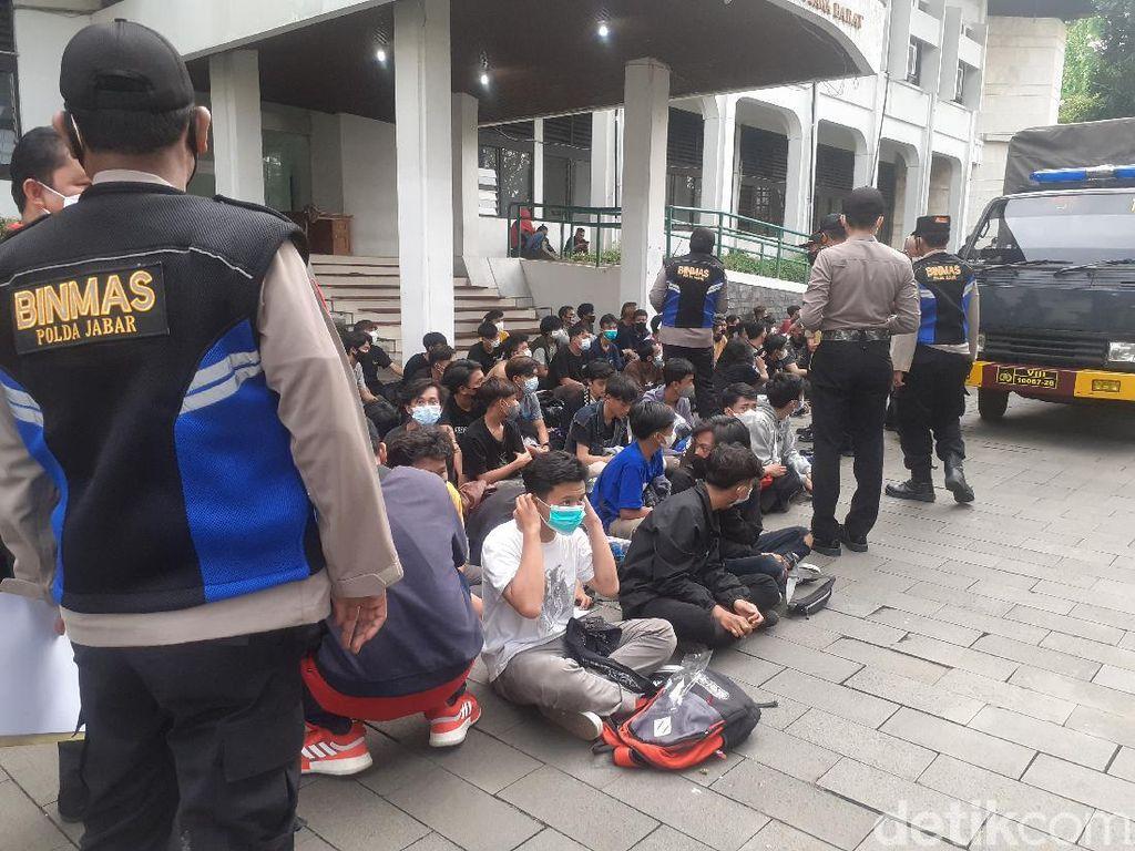 Pelajar SMP-SMA Diamankan Polisi Usai Aksi Tolak PPKM di Bandung