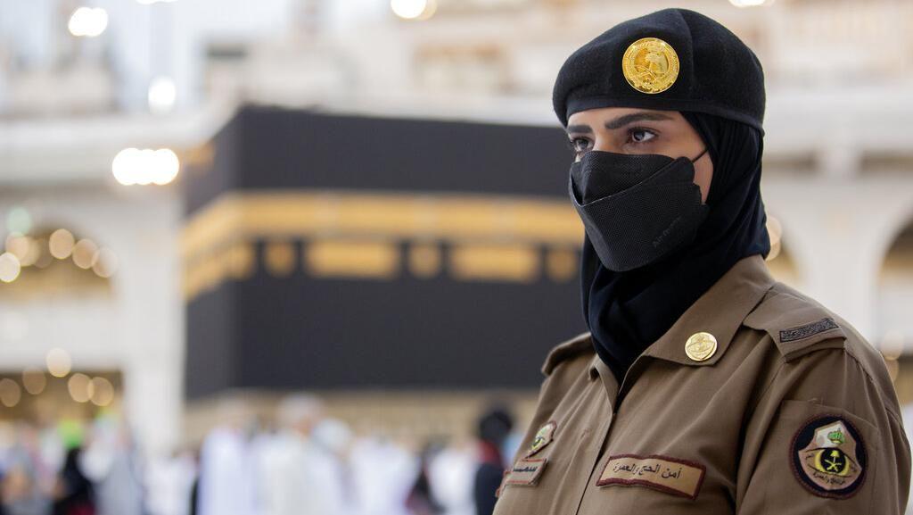 Potret Polisi Wanita Saudi Siaga Awasi Haji di Makkah