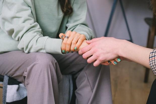 Sentuhan kecil bisa berarti mendalam bagi seseorang