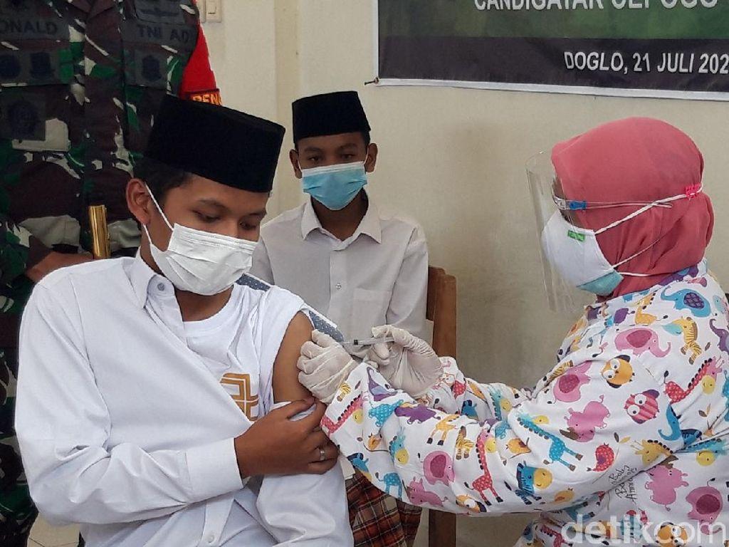 Vaksinasi COVID-19 Sasar Santri di Boyolali