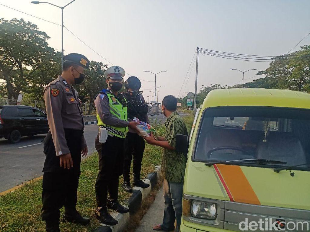 Arus Balik Toron di Suramadu Normal, 110 Kendaraan Mau ke Madura Diputar Balik