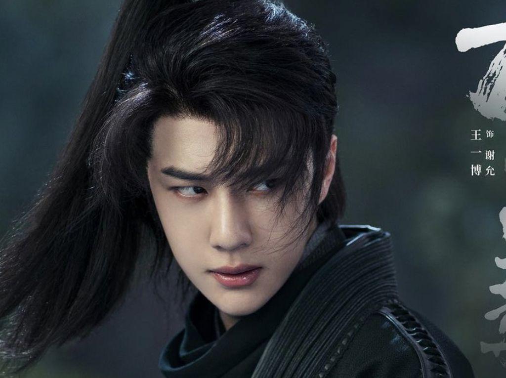 Ngeri! Aktor China Ini Dikuntit Fans Pakai Pelacak Terpasang di Mobilnya