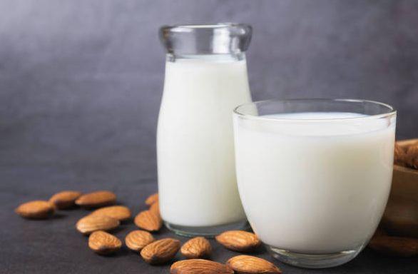 Almond Milk salah satu minuman yang ampuh atasi masalah insomnia / foto: freeimages.com/Mintr