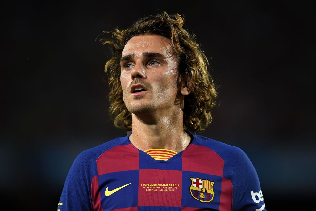 BARCELONA, SPAIN - AUGUST 04: Antoine Griezmann of FC Barcelona looks on during the Joan Gamper trophy friendly match between FC Barcelona and Arsenal at Nou Camp on August 04, 2019 in Barcelona, Spain. (Photo by David Ramos/Getty Images)