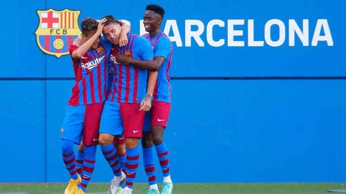 BARCELONA, SPAIN - JULY 21: Rey Manaj of FC Barcelona celebrates scoring a goal with team mates during a friendly match between FC Barcelona and Gimnastic de Tarragona at Johan Cruyff Stadium on July 21, 2021 in Barcelona, Spain. (Photo by Eric Alonso/Getty Images)