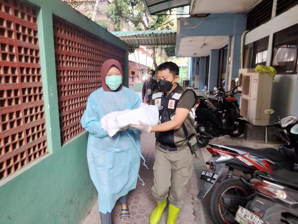 Seorang Pekerja Migran Indonesia Kontraksi dan Melahirkan Saat Karantina