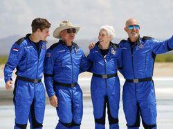 Penerbangan Orang Terkaya ke Antariksa Ukir 4 Rekor Dunia