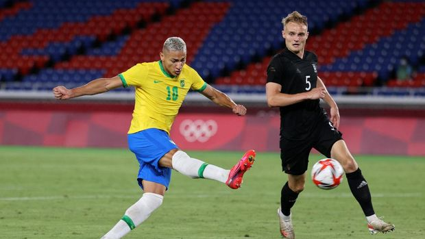 YOKOHAMA, JAPAN - JULY 22: Richarlison #10 of Team Brazil scores their side's first goal during the Men's First Round Group D match between Brazil and Germany during the Tokyo 2020 Olympic Games at International Stadium Yokohama on July 22, 2021 in Yokohama, Tokyo, Japan. (Photo by Toru Hanai/Getty Images)