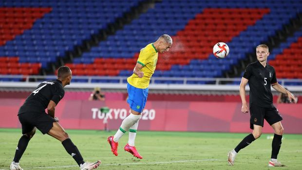 YOKOHAMA, JAPAN - JULY 22: Richarlison #10 of Team Brazil scores their side's second goal during the Men's First Round Group D match between Brazil and Germany during the Tokyo 2020 Olympic Games at International Stadium Yokohama on July 22, 2021 in Yokohama, Tokyo, Japan. (Photo by Toru Hanai/Getty Images)