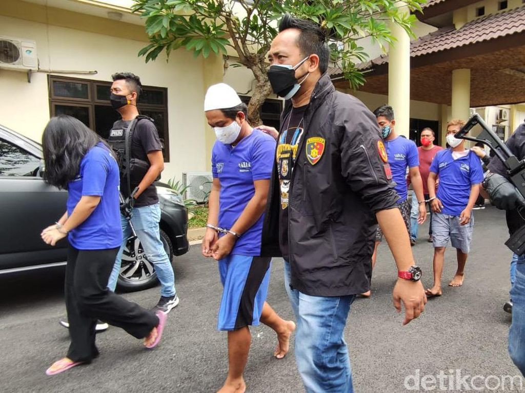 Tertipu Bisnis Ponsel, 2 Pria Disekap-Dibuang di Pinggir Jalan Semarang