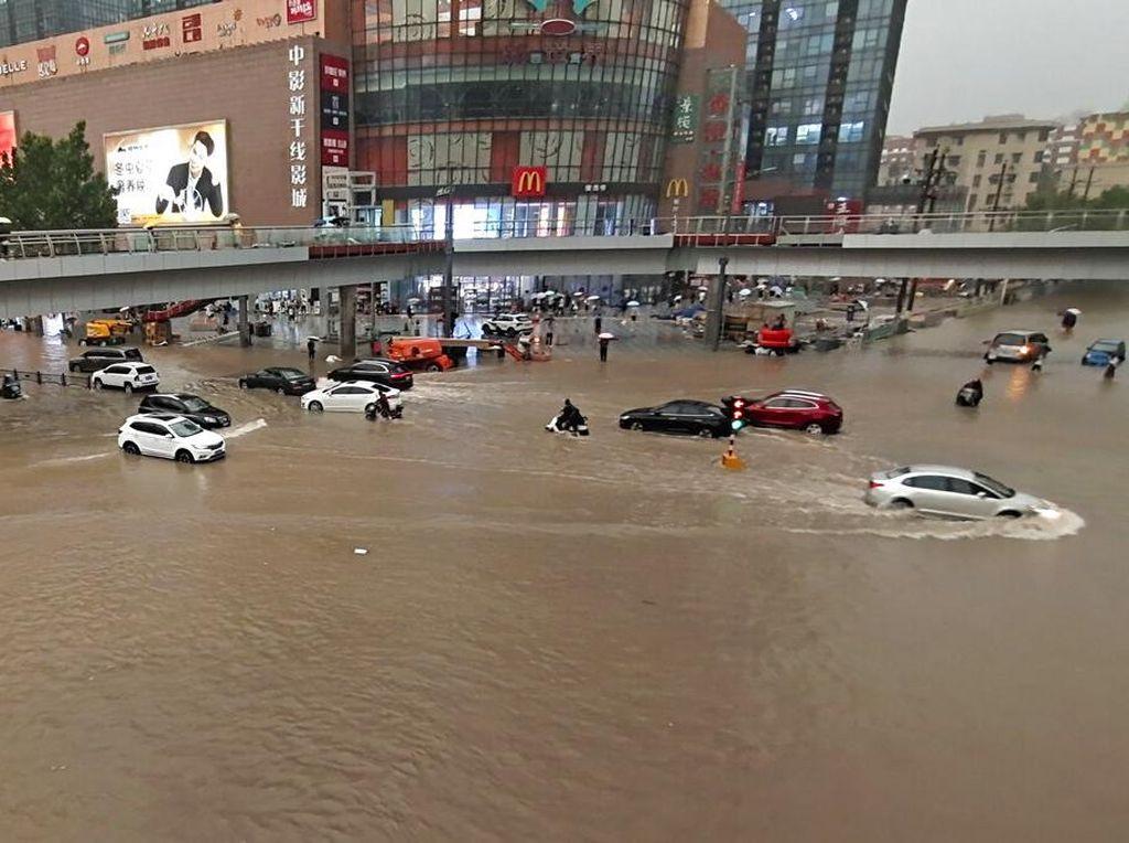 Dampak Banjir Besar di China: Korban Jiwa Sampai Pabrik Meledak