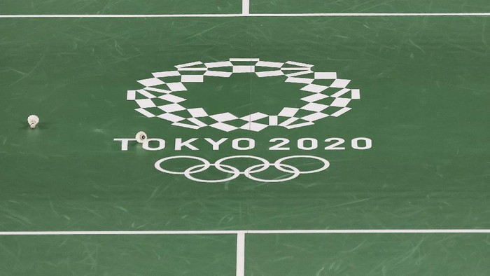 CHOFU, JAPAN - JULY 21: A general view of a badminton court with the Tokyo Olympic logo at Musashino Forest Sport Plaza ahead of the Tokyo 2020 Olympic Games on July 21, 2021 in Chofu, Tokyo, Japan. (Photo by Lintao Zhang/Getty Images)
