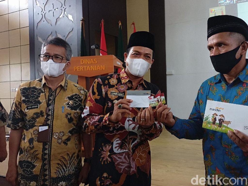 Sulit Peroleh Bibit-Jual Hasil Tani, Pemkab Bandung Luncurkan Kartu Si Bedas