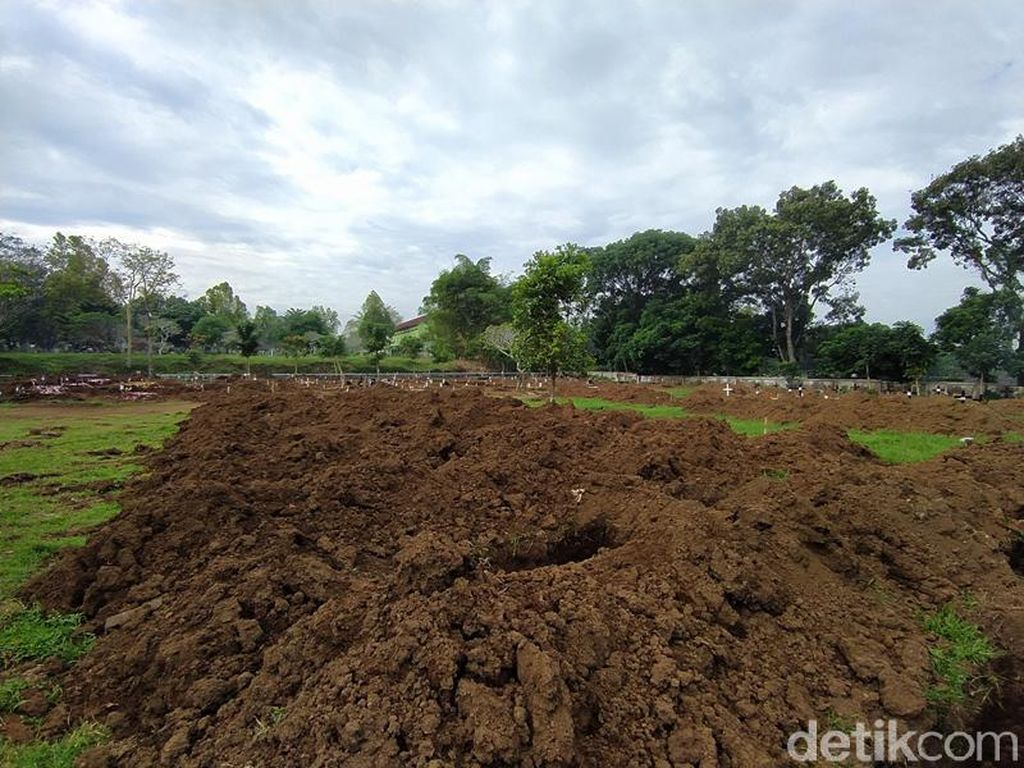 Petugas Pemakaman Kota Magelang Kewalahan, Akhirnya Dibagi 3 Shift