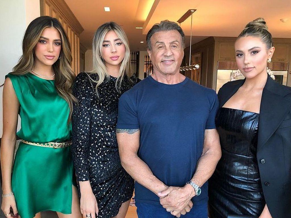 10 Potret 3 Putri Sylvester Stallone yang Makin Cantik