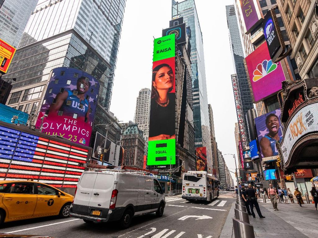 Setelah Nadin Amizah, Giliran Raisa Mejeng di Times Square