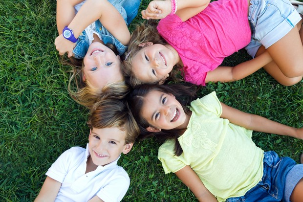 orang tua perlu mengawasi dan membimbing anak-anak dengan cermat dalam berinteraksi dan berperilaku terhadap orang lain