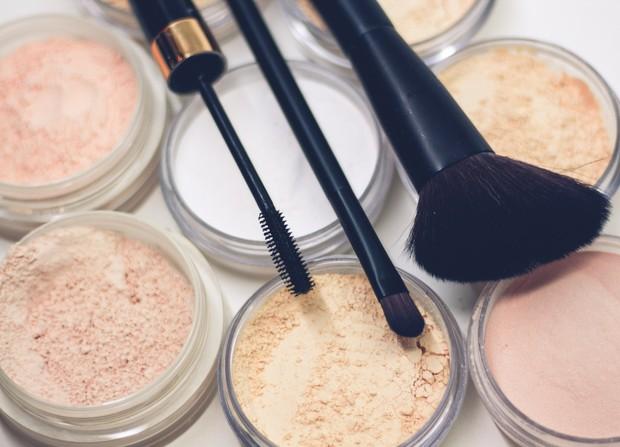 Bedak tabur untuk base make up