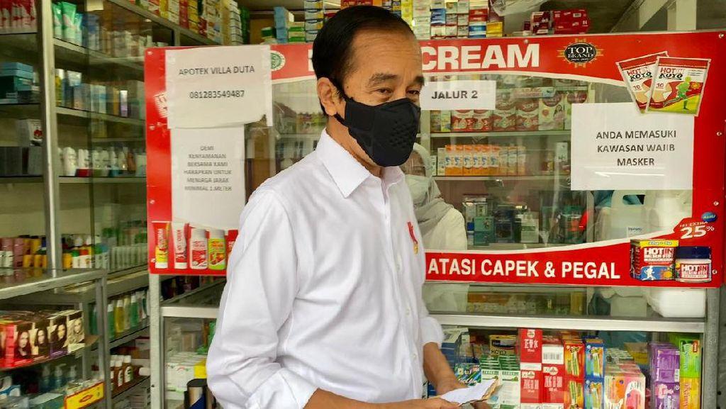Jokowi Blusukan Cek Obat di Apotek Bogor