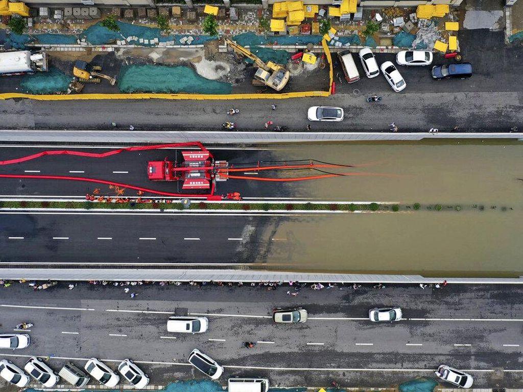 Foto: Infrastruktur Terendam Banjir, China Rugi 2,7 T