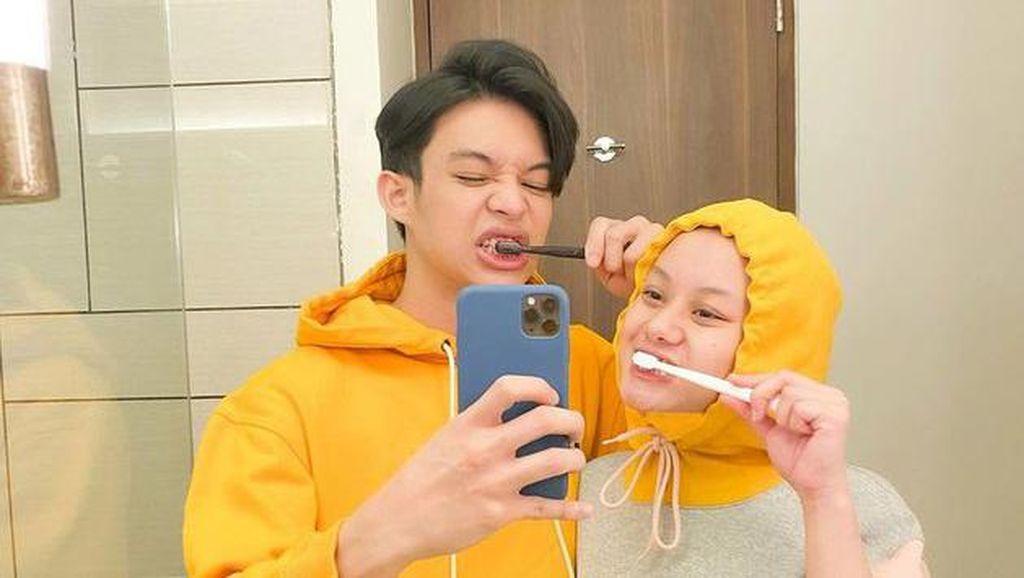 6 Potret Dinda Hauw Tanpa Makeup yang Dinyinyirin Netizen