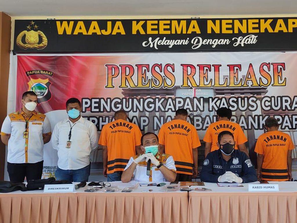 Curi Dana Desa Rp 363 Juta, 4 Pria di Papua Barat Ditangkap Polisi