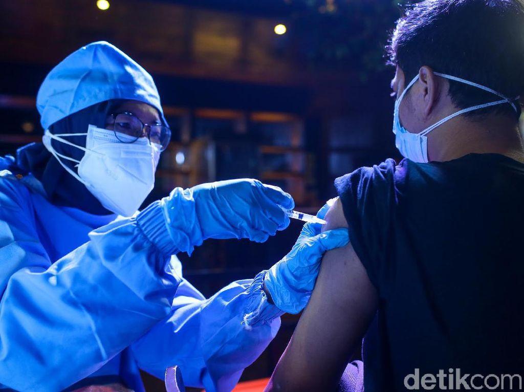 Anies: Dosis 2 Vaksin Corona Bukan Strategi Percepatan