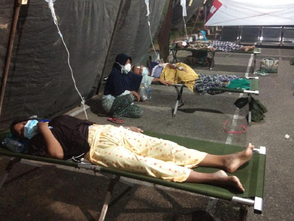 Ruang Rawat Penuh, Pasien COVID RSUD M Zein Painan Dirawat di Tenda