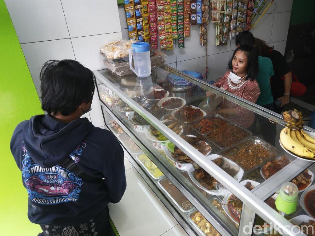 Makan di Warteg Maksimal 20 Menit Saat PPKM Level 4, Siapa yang Awasi?
